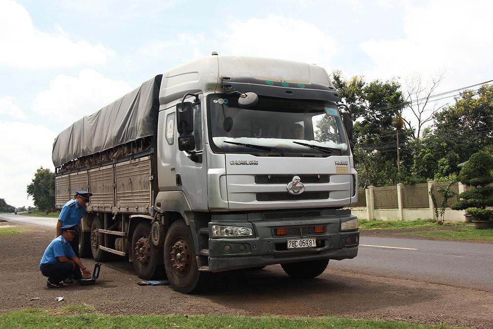 Thanh tra giao thông xử phạt 181 phương tiện vi phạm về tải trọng