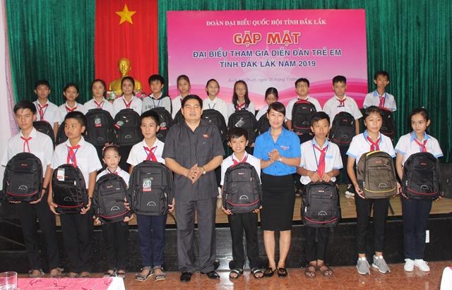 Đoàn đại biểu Quốc hội tỉnh gặp mặt đại biểu tham dự Diễn đàn trẻ em năm 2019