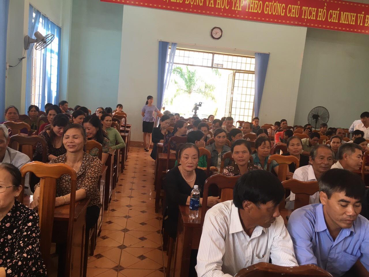 Hội Liên hiệp Phụ nữ thị trấn Ea Kar, huyện Ea Kar tổ chức Hội nghị Đối thoại giữa người đứng đầu cấp ủy, chính quyền với cán bộ, hội viên phụ nữ và nhân dân trên địa bàn thị trấn.