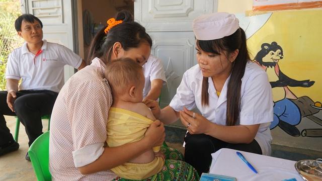 """Trạm Y tế xã Đắk Phơi nỗ lực xóa vùng """"trắng"""" tiêm chủng Đắk Hiêu"""