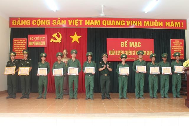 Bộ đội Biên phòng tỉnh bế giảng huấn luyện chiến sỹ mới năm 2019
