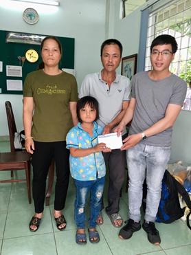 Báo Sài Gòn giải phóng trao tặng 18 triệu đồng cho cháu bé mắc bệnh hiểm nghèo tại xã Ea Pil, huyện M'Drắk