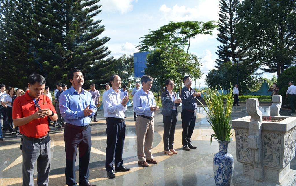 Ngành Thông tin và Truyền thông Đắk Lắk viếng Đài tưởng niệm Liệt sỹ Giao bưu – Thông tin liên lạc Tây Nguyên