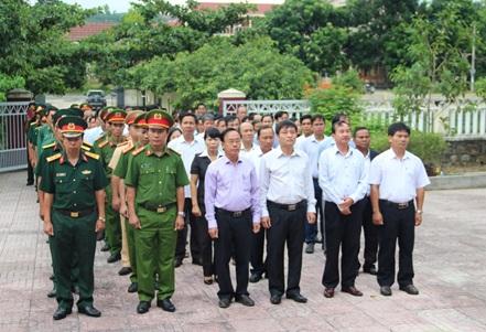 Huyện M'Đrắk viếng nghĩa trang liệt sỹ nhân Kỷ niệm 72 năm ngày Thương binh Liệt sỹ