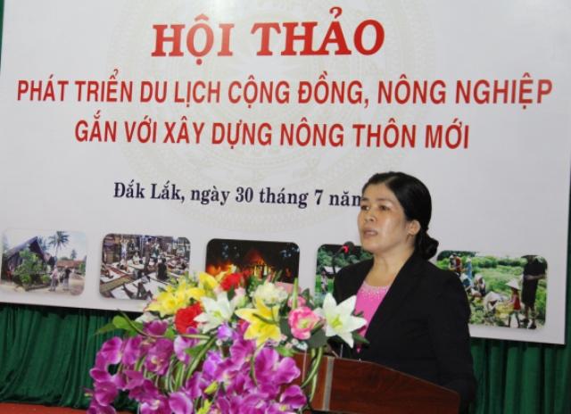 Lãnh đạo Sở Văn hóa, Thể thao và Du lịch tỉnh phát biểu tại Hội thảo