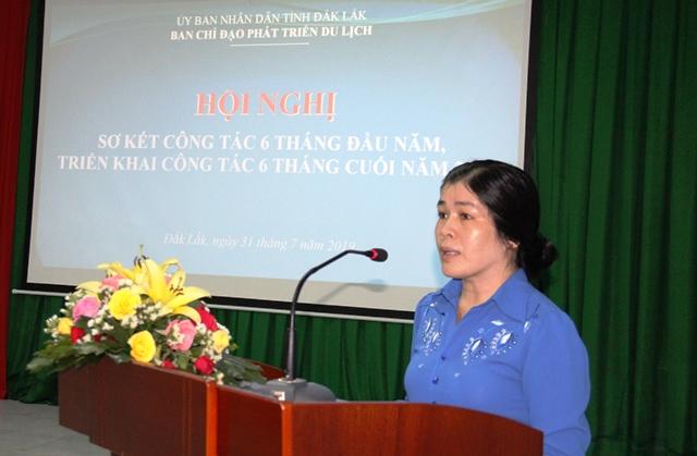Lãnh đạo Sở Văn hóa, Thể thao và Du lịch tỉnh báo cáo hoạt động tại cuộc họp