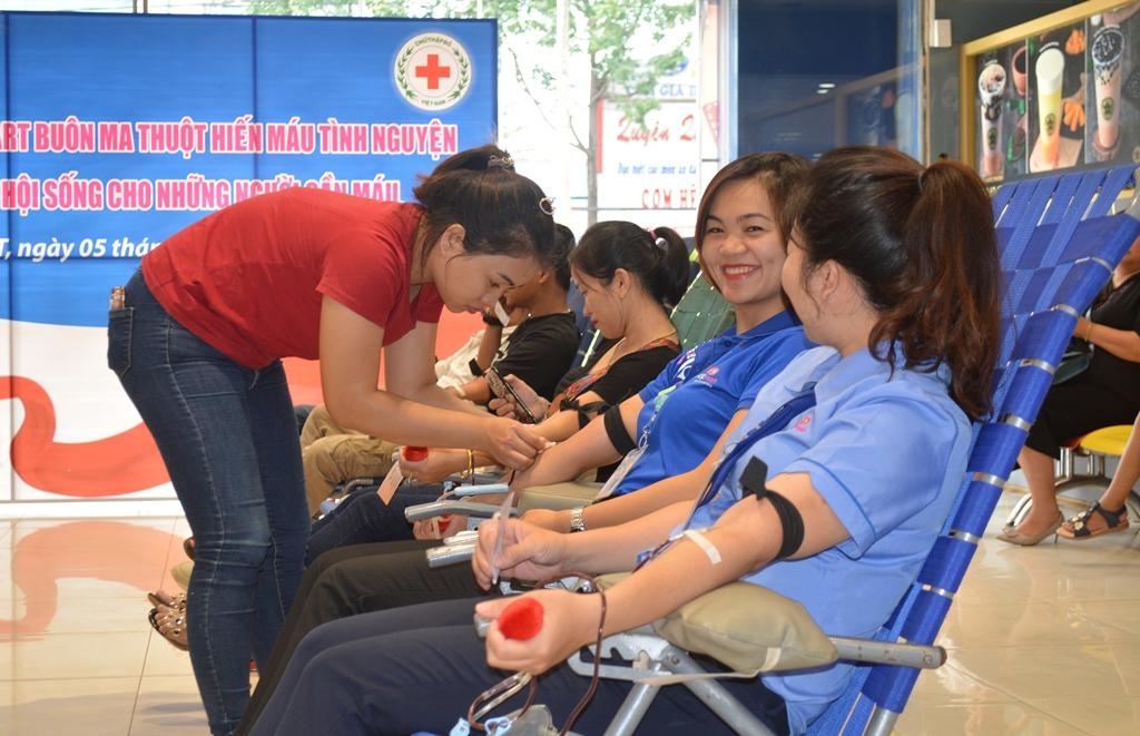 Tuổi trẻ Co.opmart Buôn Ma Thuột tham gia hiến máu tình nguyện