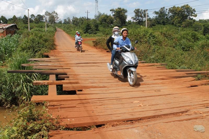 Xây dựng Cầu và nâng cấp đường giao thông từ trung tâm xã Krông Búk đi thôn 19, thôn 20 và xã Krông Búk, huyện Krông Pắc.
