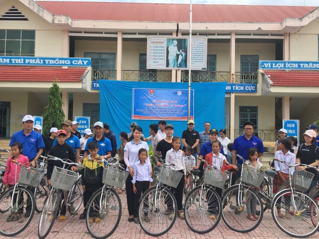 """Chương trình """"Tiếp sức đến trường"""" năm học 2019-2020 tại huyện M'Drắk"""