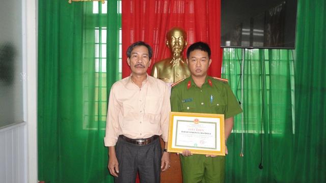 Huyện Buôn Đôn: Khen thưởng Đội Cảnh sát chữa cháy, cứu hộ cứu nạn số 6, Công an tỉnh Đắk Lắk