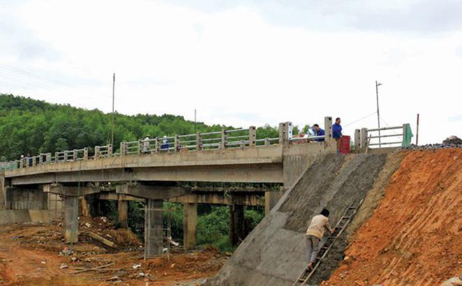 Giải phóng mặt bằng các công trình cầu, cống thuộc dự án LRAMP