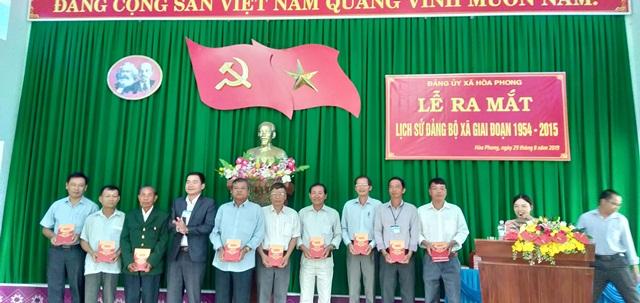 Ra mắt cuốn Lịch sử Đảng bộ xã Hòa Phong giai đoạn 1954 -2015