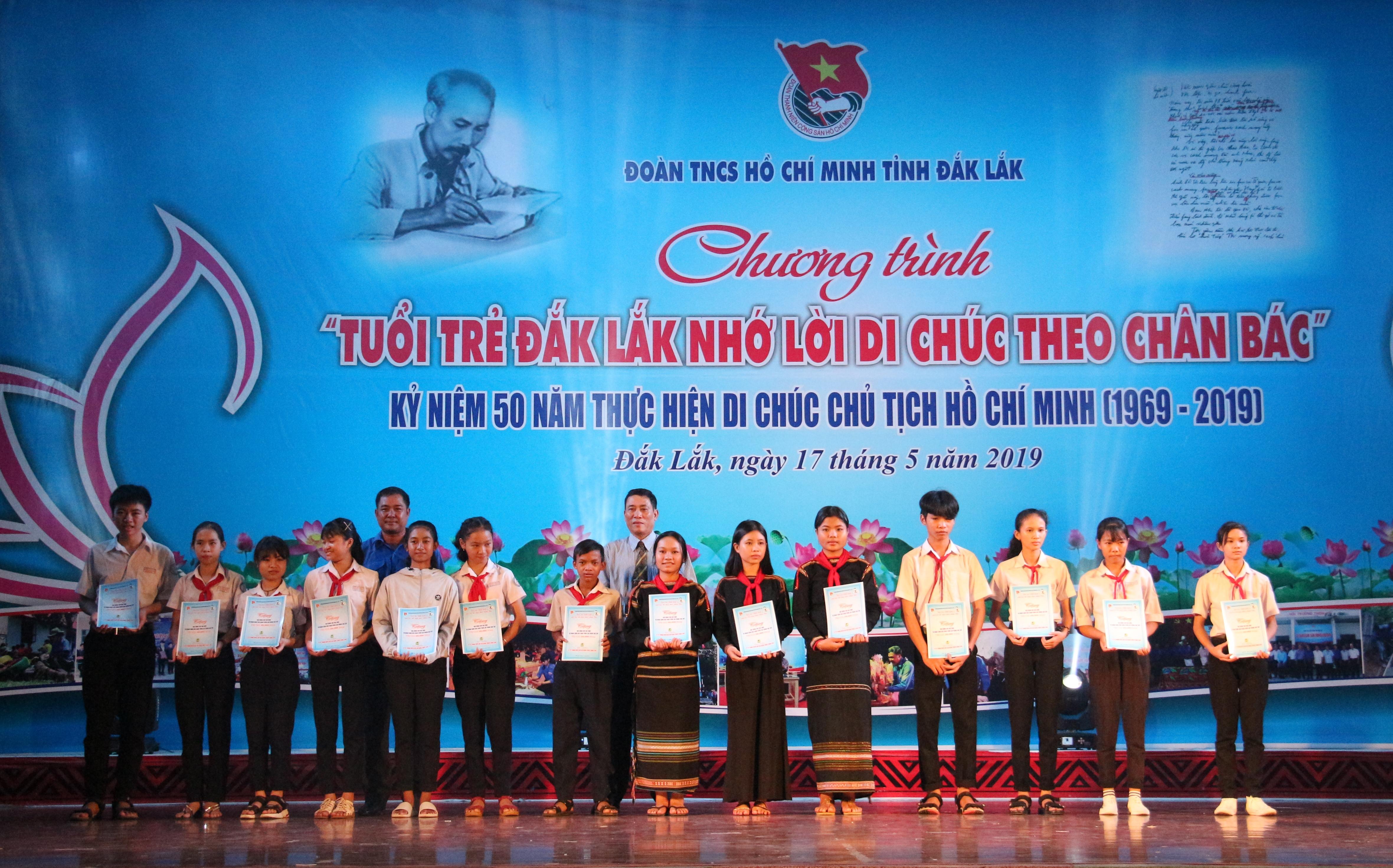 Tuổi trẻ Đắk Lắk nhớ lời Di chúc theo chân Bác