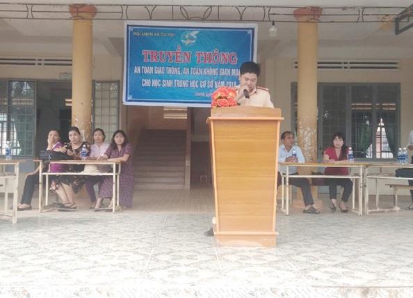 Truyền thông về An toàn giao thông và An toàn không gian mạng tại Trường THCS Cư Pui, huyện Krông Bông