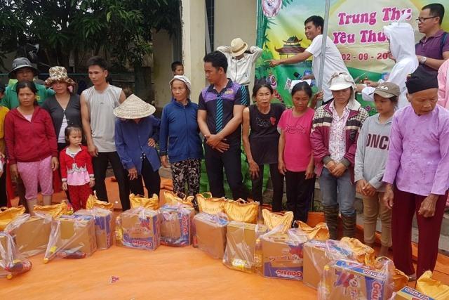 Trao 400 suất quà cho trẻ em nghèo xã Ea Wer, huyện Buôn Đôn