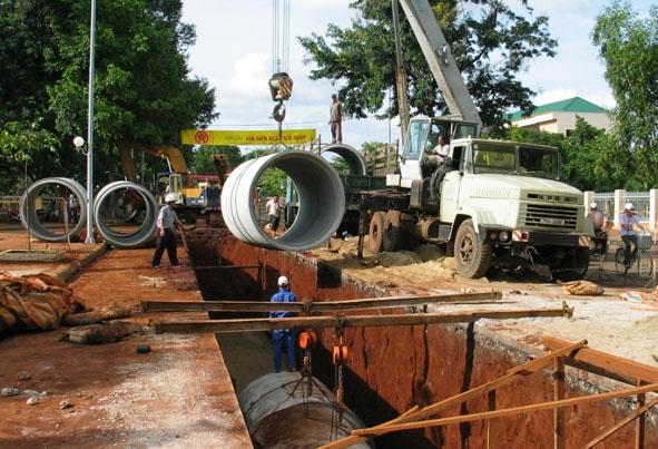 Quyết định về việc cho phép chuẩn bị đầu tư và dự toán chuẩn bị đầu tư dự án: Cải tạo, nâng cấp hệ thống thoát nước mưa đường Nguyễn Tất Thành.