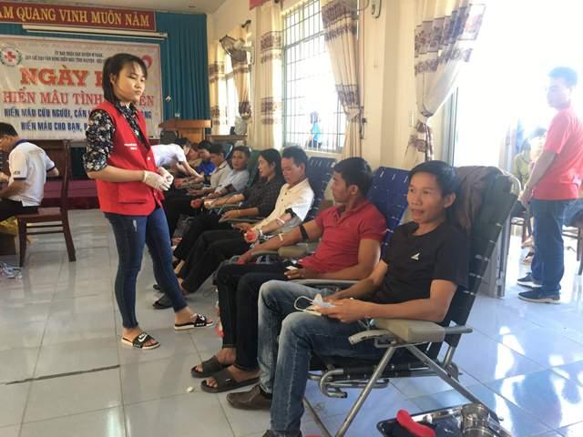Huyện M'Đrắk: Trên 350 tình nguyện viên tham gia hiến máu nhân đạo