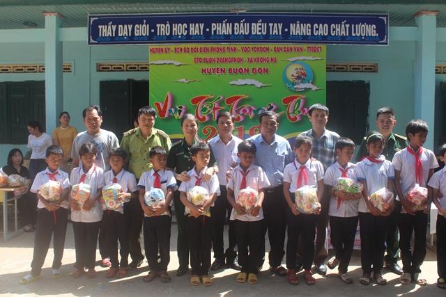 Bộ đội Biên phòng tỉnh Đắk Lắk tổ chức Tết Trung thu cho các cháu thiếu nhi