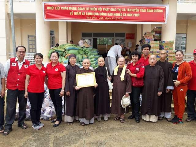 Trao tặng 300 suất quà cho đồng bào nghèo tại xã Đắk Phơi, huyện Lắk