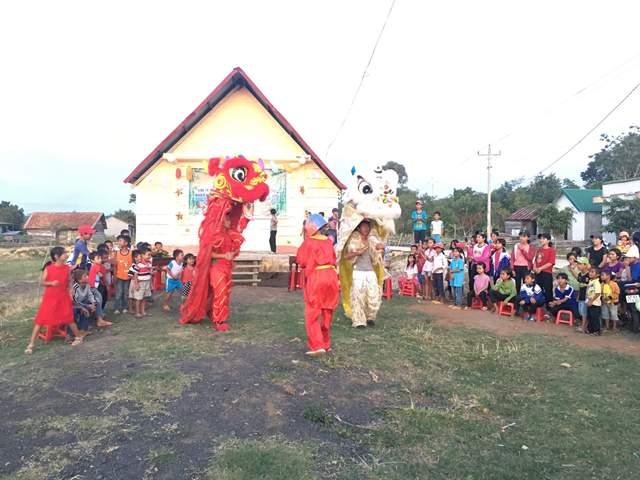 Huyện M'Drắk nhiều hoạt động chăm lo cho thiếu nhi nghèo vui Tết Trung thu