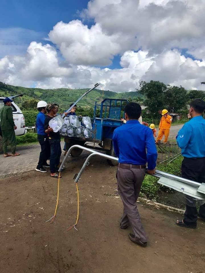 """Khởi công công trình thanh niên """"Thắp sáng đường quê"""" tại xã Đắk Phơi, huyện Lắk"""