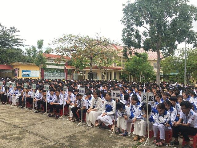 Hơn 1.300 học sinh Trường THPT Nguyễn Tất Thành tuyên truyền về Luật an toàn giao thông