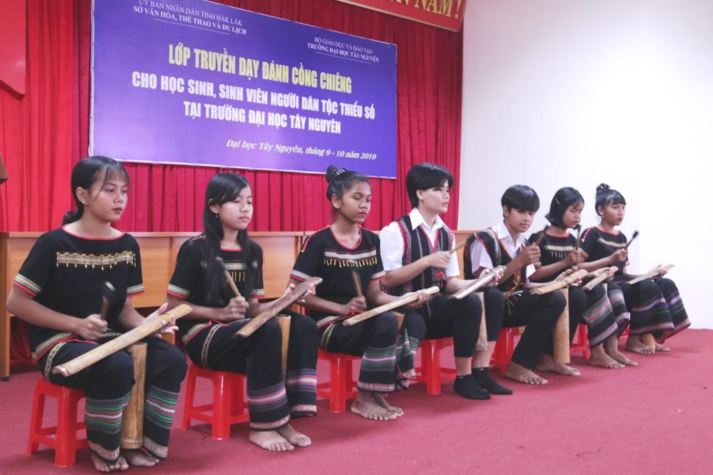 Khai giảng lớp truyền dạy cồng chiêng cho học sinh, sinh viên người dân tộc thiểu số