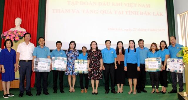 Tập đoàn Dầu khí Việt Nam thăm và tặng quà tại tỉnh Đắk Lắk