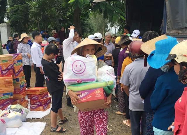 Tặng 290 suất quà cho bà con nghèo tại xã Hòa Tân, huyện Krông Bông