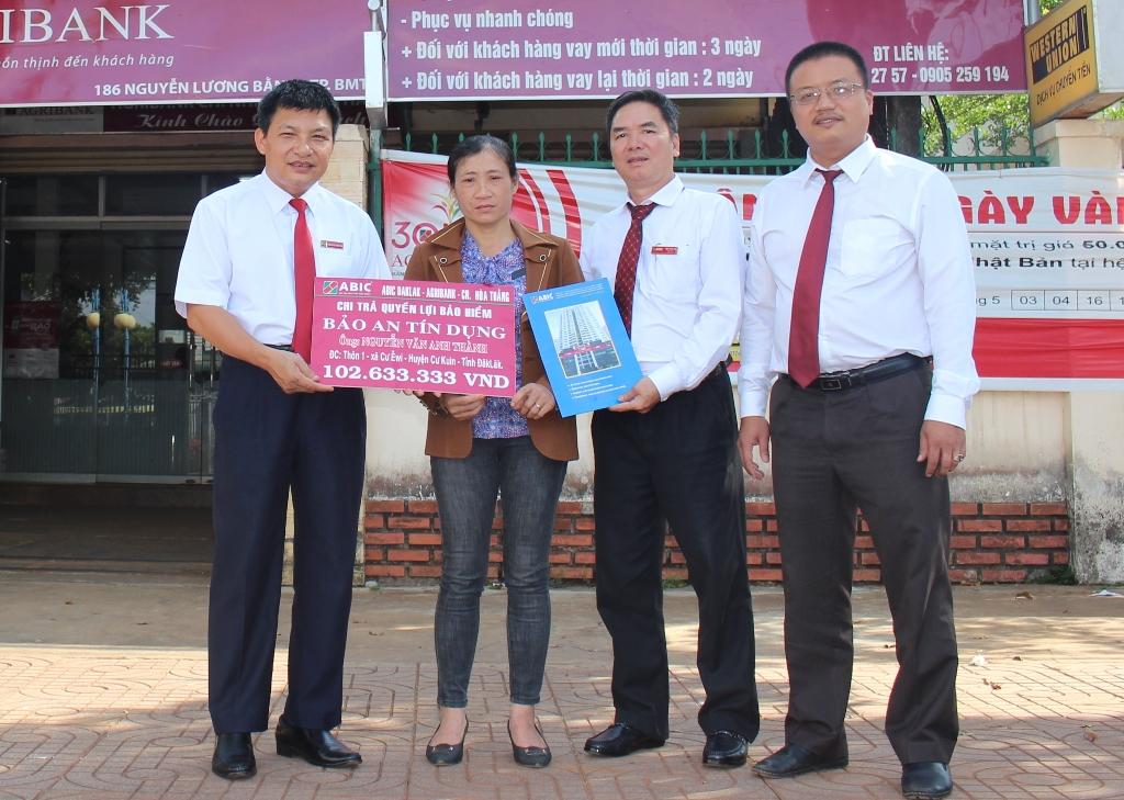 """Agribank Chi nhánh tỉnh Đắk Lắk: Gần 26 ngàn khách hàng vay tham gia Bảo hiểm """"Bảo an tín dụng – BATD""""."""
