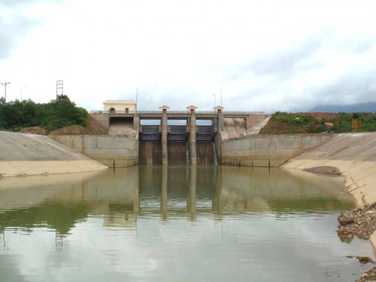 Xử lý sự cố các đập, hồ chứa thủy lợi trên địa bàn tỉnh.