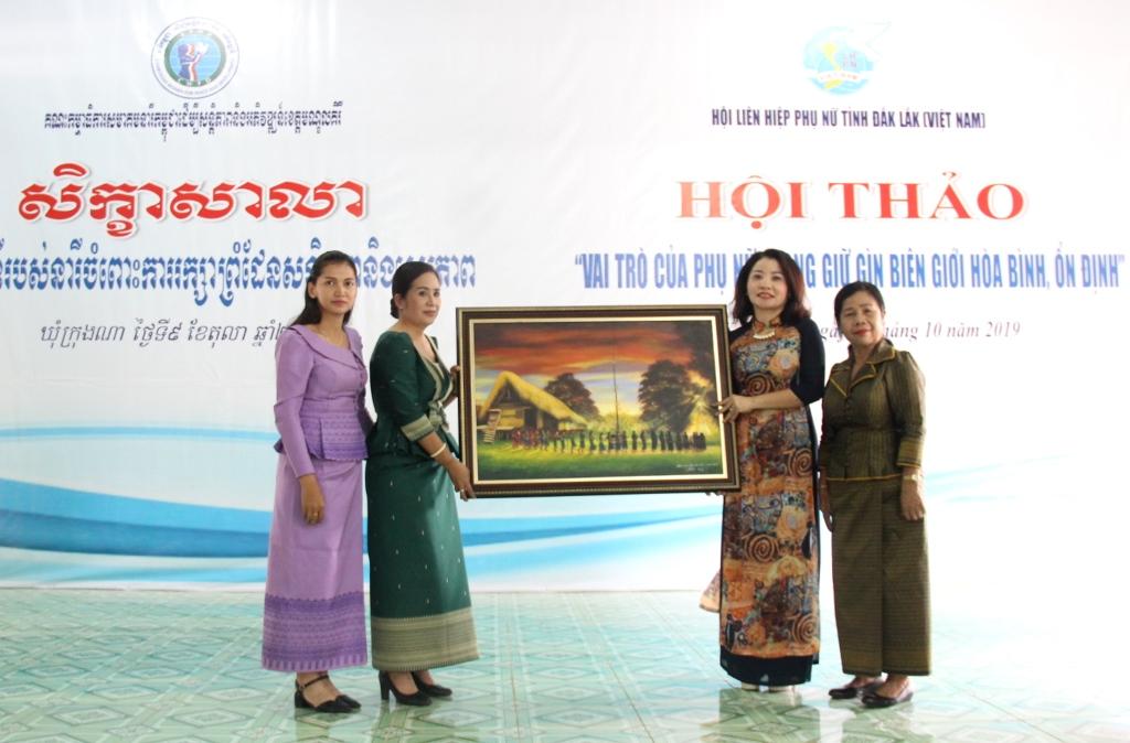Phát huy vai trò của phụ nữ trong giữ gìn biên giới, hòa bình, ổn định