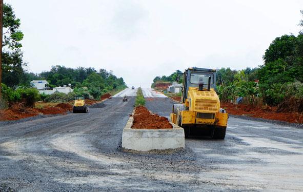 Đầu tư dự án Nâng cấp đoạn đường kết nối đường Trần Quý Cáp (đoạn từ nút giao ngã 3 đường Trần Quý Cáp – Mai Thị Lựu đến đường Lê Duẩn).
