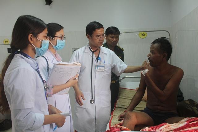 BĐBP Đắk Lắk cứu chữa 1 sĩ quan cảnh sát bảo vệ biên giới Campuchia