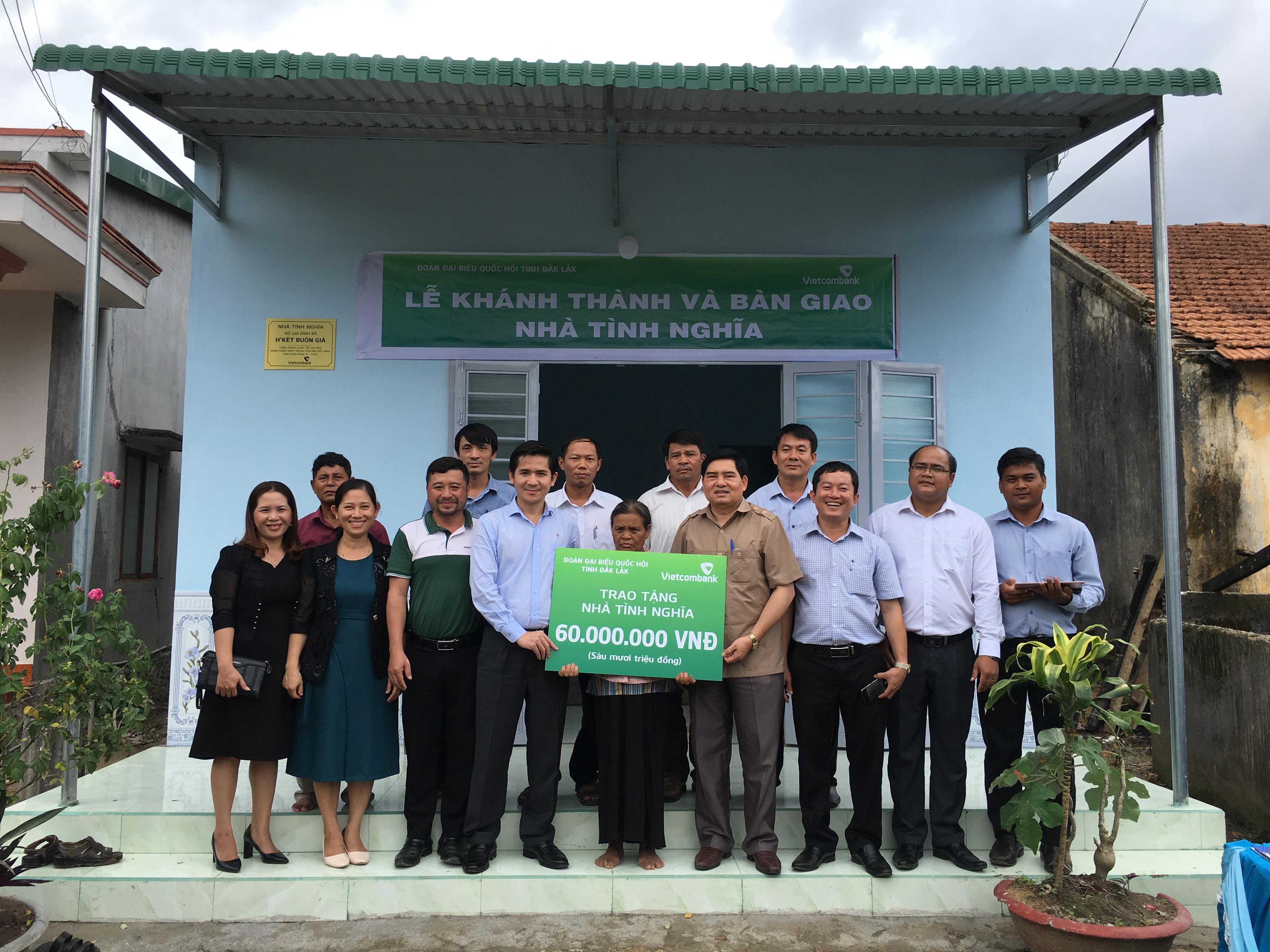 Bàn giao nhà tình nghĩa cho hộ nghèo tại huyện M'Drắk