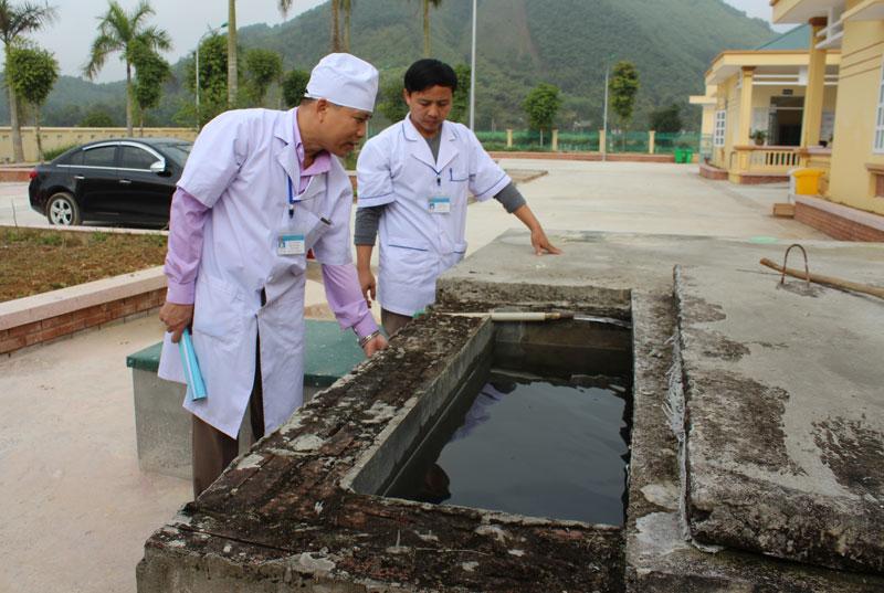 Phê duyệt kế hoạch lựa chọn nhà thầu công trình Cấp nước và vệ sinh Trạm Y tế, hạng mục: Sửa chữa công trình cấp nước, vệ sinh Trạm Y tế xã Cư Êwi, Ea Ktur, huyện Cư Kuin.
