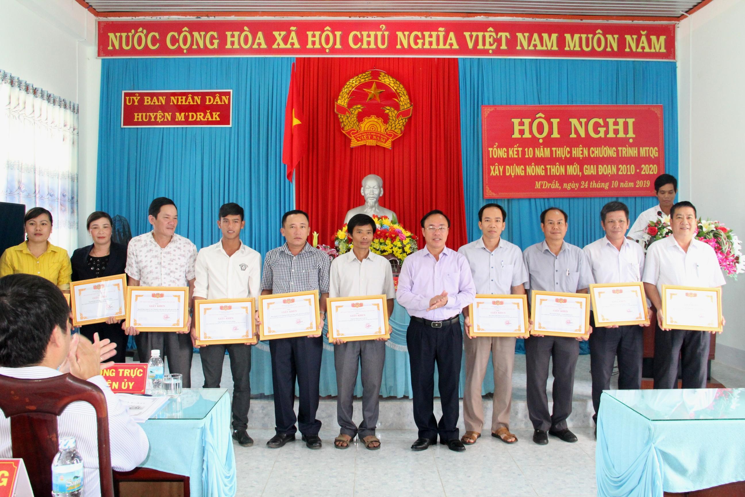 Huyện M'Drắk: Tổng kết 10 thực hiện Chương trình mục tiêu quốc gia xây dựng Nông thôn mới