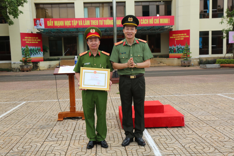 Bí thư Tỉnh ủy và UBND tỉnh khen thưởng cho những chiến công của Công an tỉnh