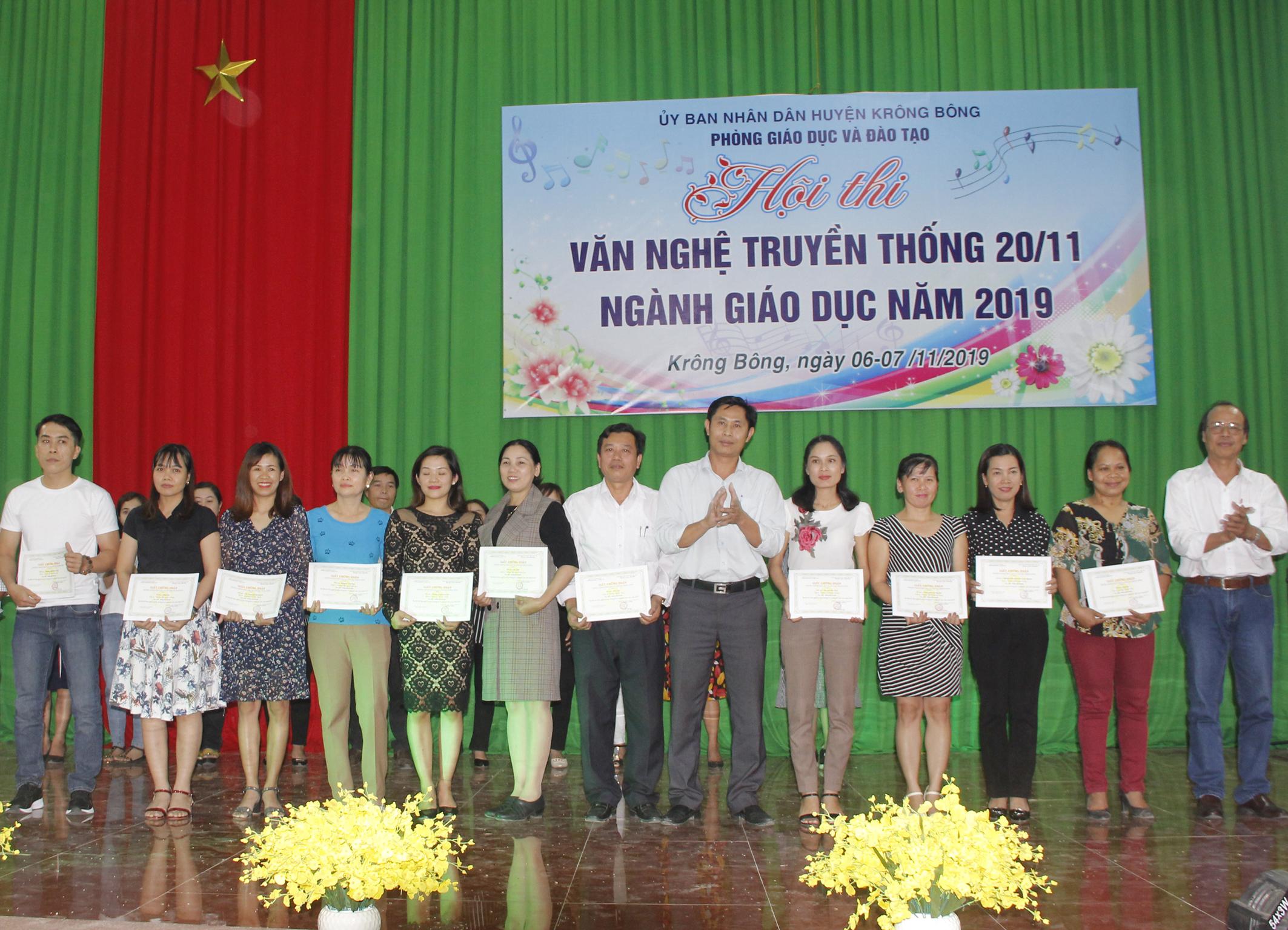 Hội thi văn nghệ truyền thống 20/11 ngành Giáo dục huyện Krông Bông năm 2019