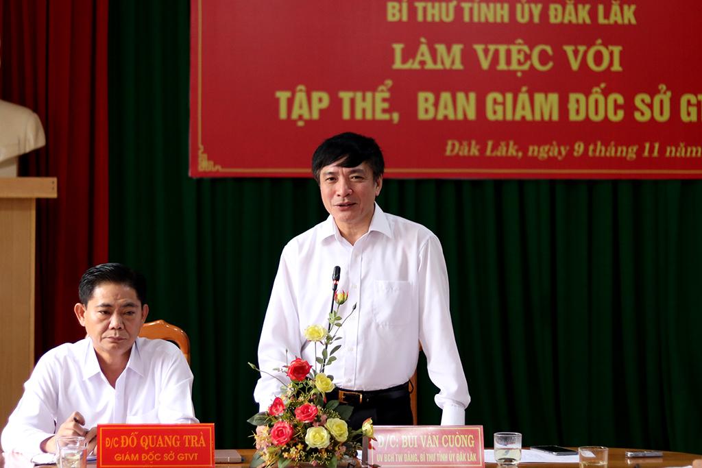Bí thư Tỉnh ủy Bùi Văn Cường làm việc với tập thể, Ban Giám đốc Sở Giao thông vận tải