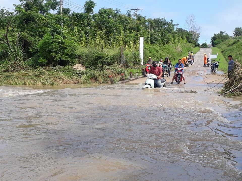 Huyện M'Đrắk: Mưa lớn làm ngập lụt, chia cắt giao thông
