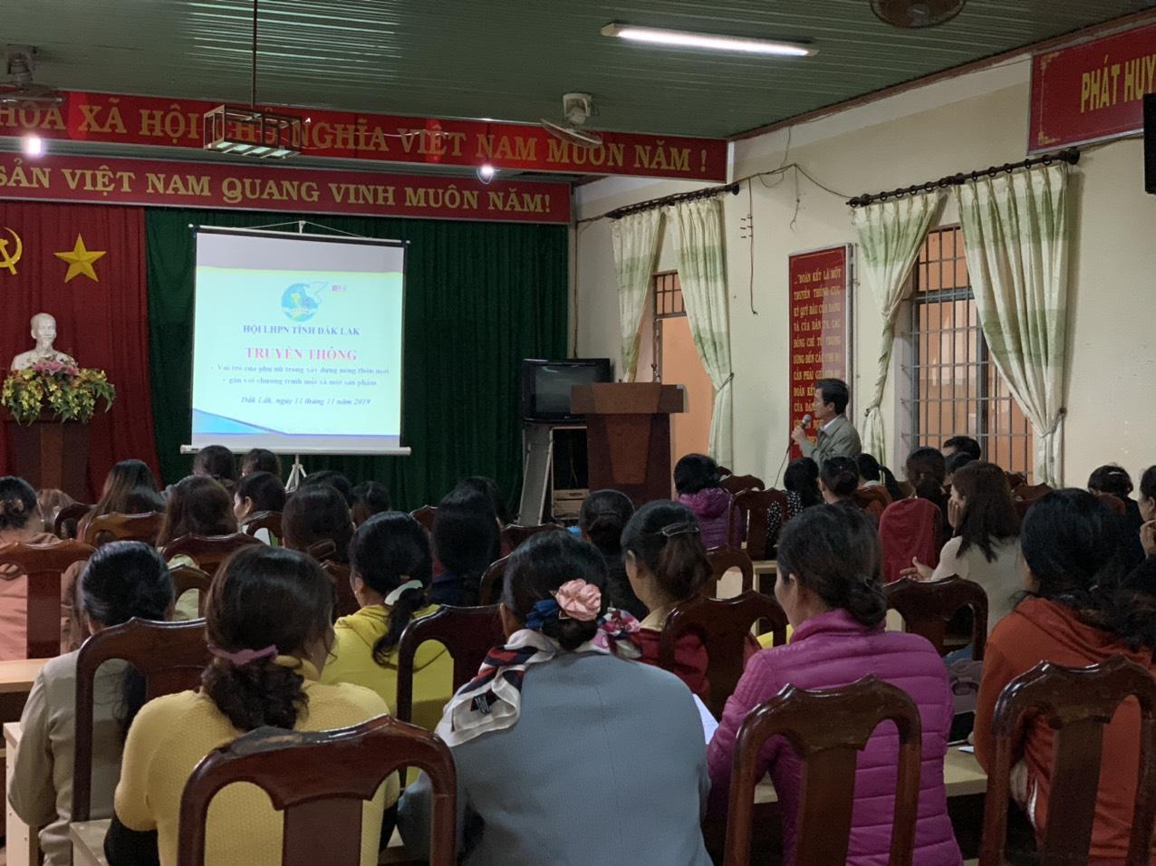 Hội LHPN tỉnh Đắk Lắk tổ chức truyền thông vai trò của phụ nữ trong thực hiện chương trình OCOP và thực hiện an toàn giao thông