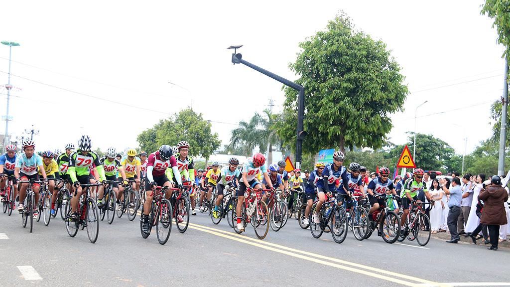 """Giải đua xe đạp """"Về nguồn"""" tỉnh Đắk Lắk lần thứ XXIV năm 2019"""