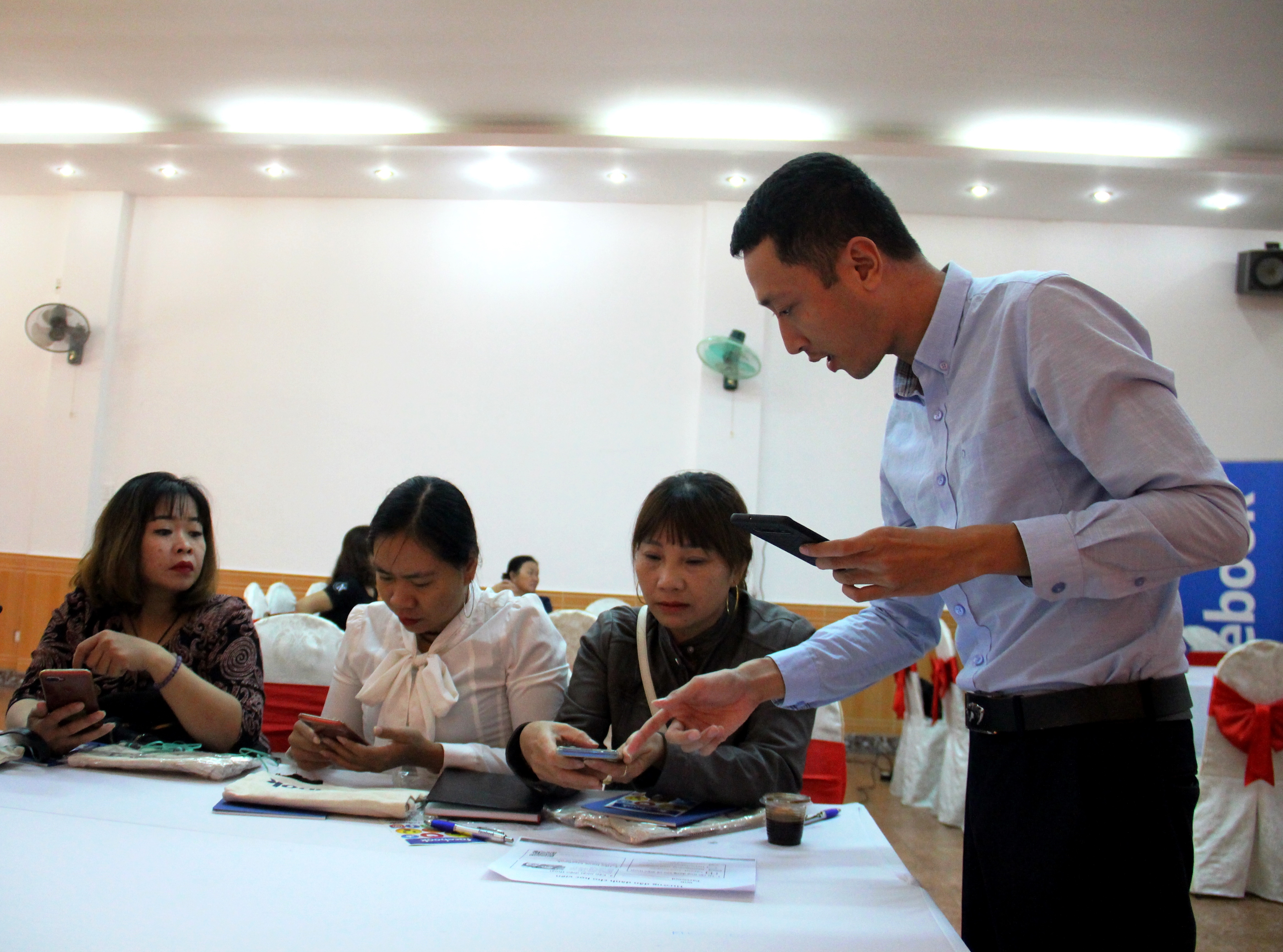 Tập huấn kỹ năng tiếp thị trực tuyến cho doanh nhân nữ