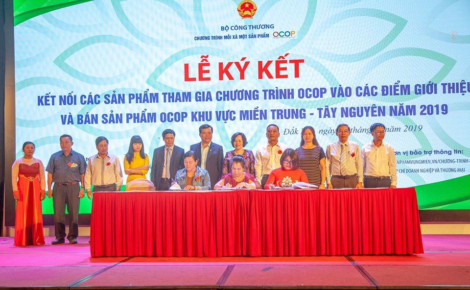 Hội nghị kết nối các sản phẩm tham gia chương trình OCOP vào các điểm giới thiệu và bán sản phẩm