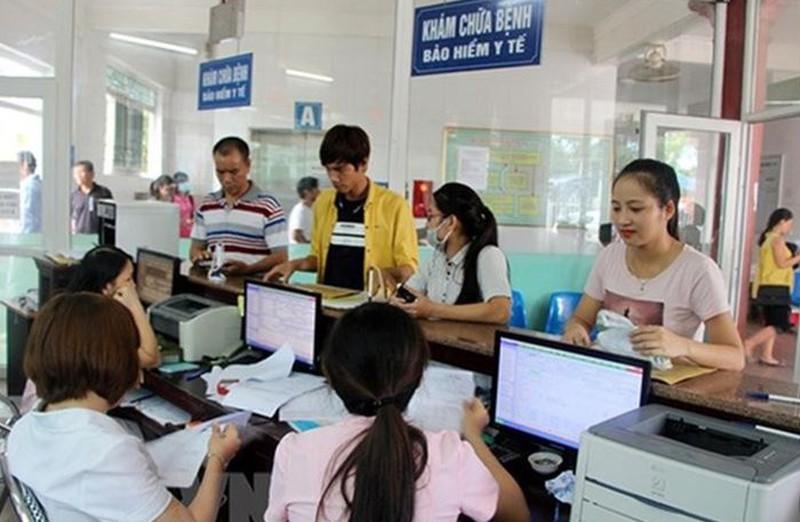 BHXH tỉnh cấp và gia hạn 97.911 thẻ BHYT cho người nghèo