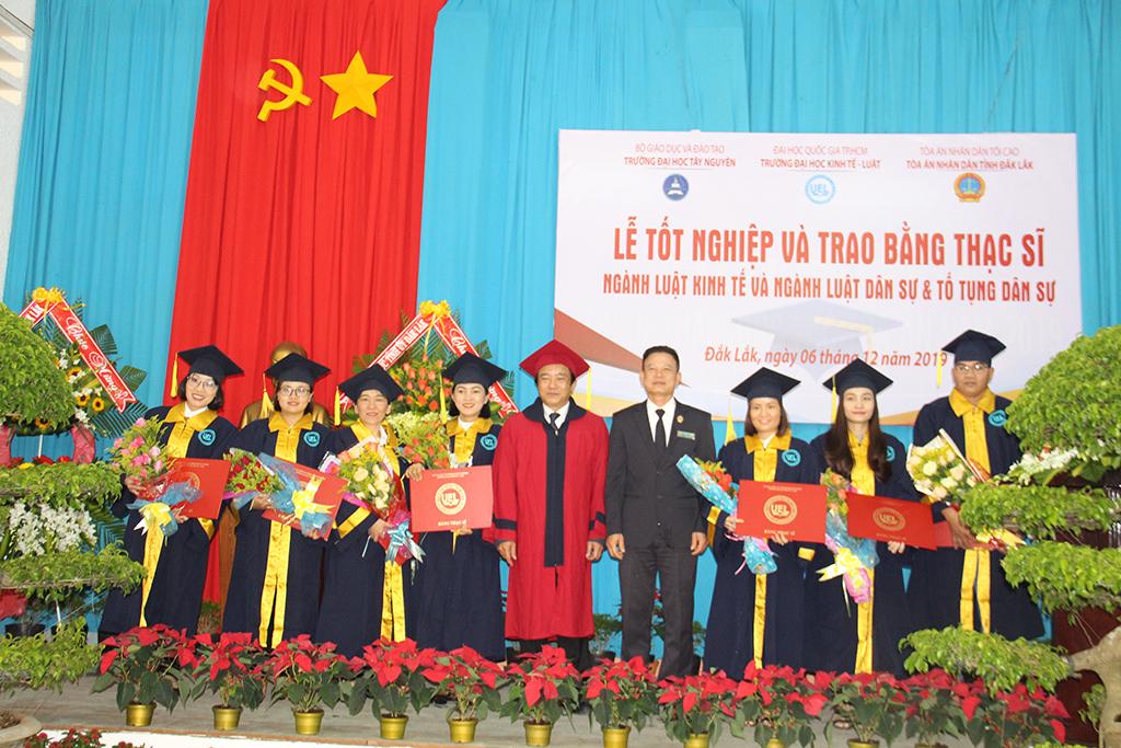 Lễ tốt nghiệp và trao bằng Thạc sĩ Luật Kinh tế  và Luật Dân sự - Tố tụng dân sự