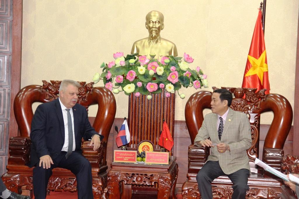 Tổng lãnh sự quán Liên bang Nga tại TP. Hồ Chí Minh chào xã giao lãnh đạo UBND tỉnh