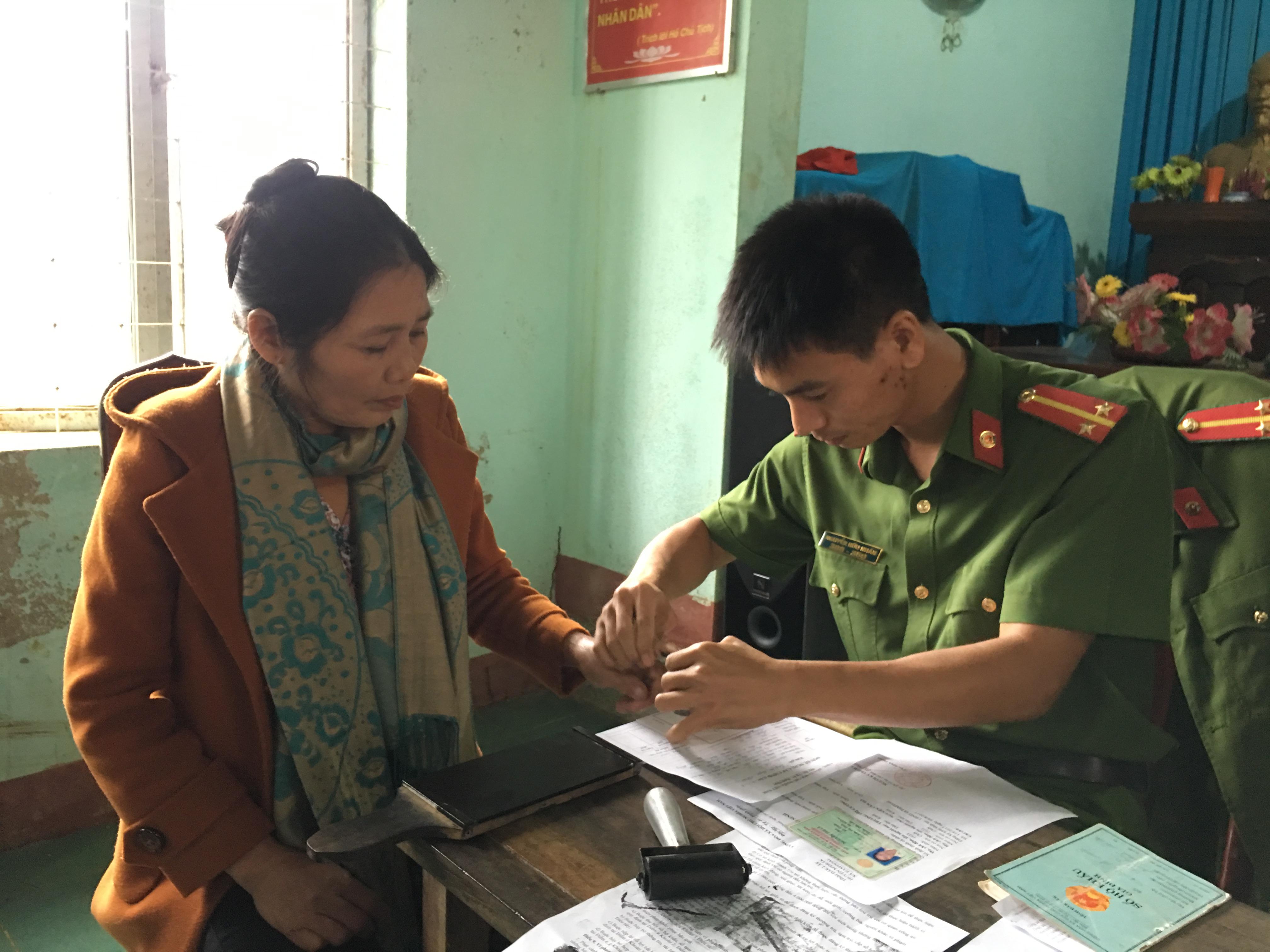 Tổ chức cấp Chứng minh nhân dân lưu động cho người dân xã Ea M'Đoal, huyện M'Drắk