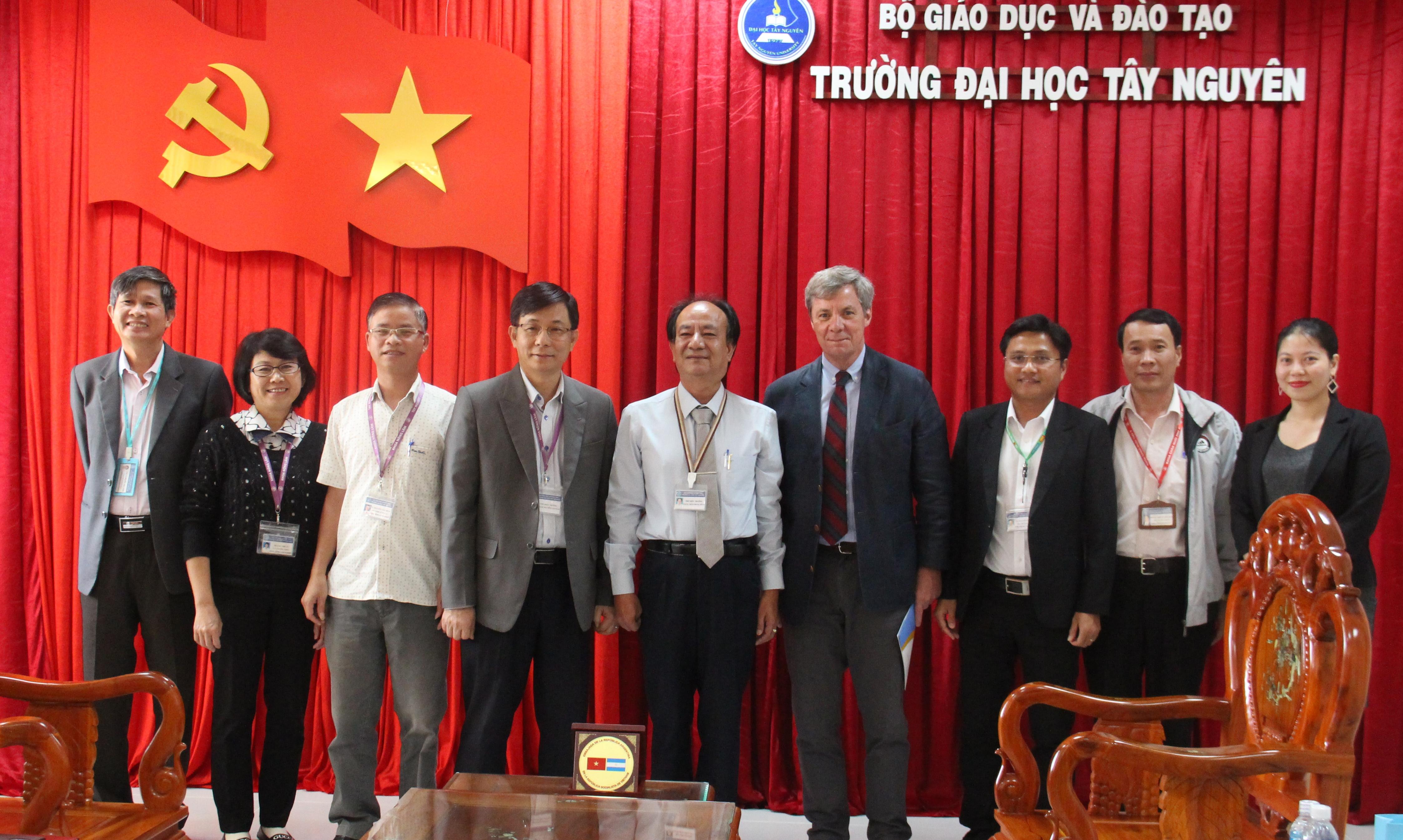 Đại sứ Argentina tại Việt Nam làm việc với trường Đại học Tây Nguyên